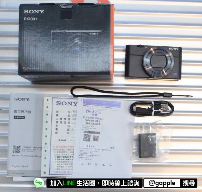 sony rx100 M5裡面的盒裝配件 ps:以後買賣二手相機配件也是中古相機價錢的因素之一