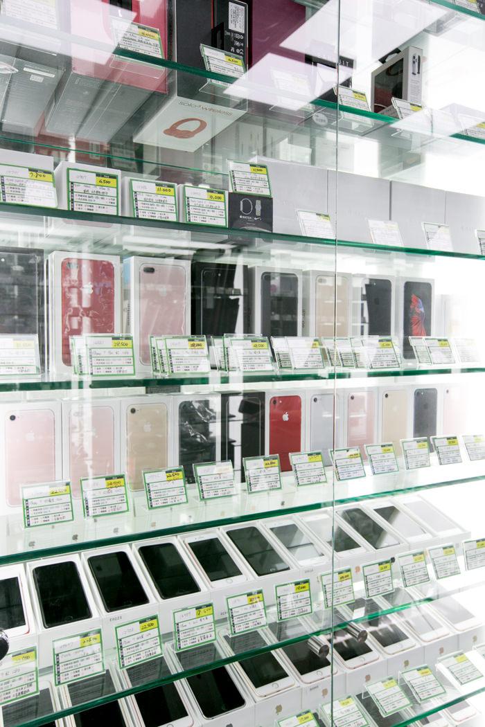 二手手機,或是iPhone,iPad,apple watch 行動裝置讓你們選購。如果想要高階耳機,或是藍耳機
